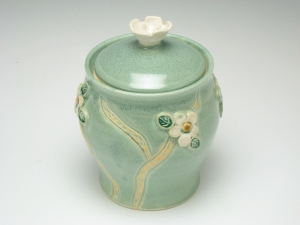 Jar with flower lift